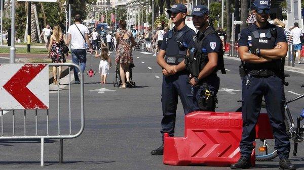 仏トラック突入 共犯容疑の5人が...